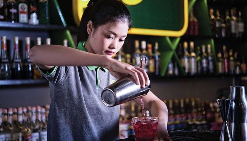Nên học pha chế đồ uống ở đâu để có thể trở thành môt người pha chế chuyên nghiệp ?